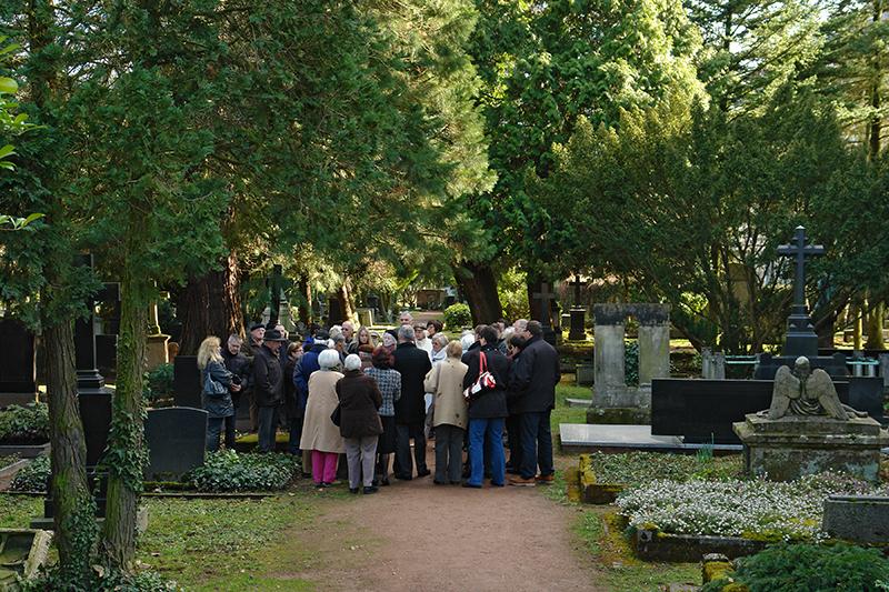 Allgemeiner Teil (AT) sachkundige Führung über den Friedhof mit Gernot Karge (Förderverein Alter Friedhof Saarlouis)